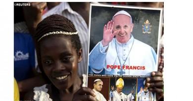 Testimoniar con sabiduria el esplendor de la verdad de Dios y de la alegría del Evangelio, pidió el Papa a catequistas y maestros desde Uganda
