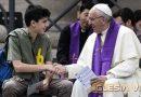 El Papa y los jóvenes en el confesionario más grande del mundo