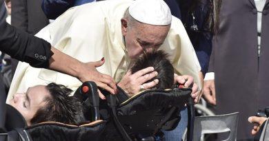 La Iglesia no es solamente para los buenos, la Iglesia es para todos porque es Misericordia. El Papa en la Catequesis