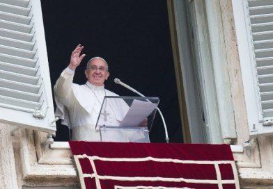 El Papa en el Ángelus: Sólo Dios puede donarnos la verdadera felicidad