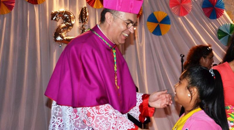 El Nuncio Apostólico de Bolivia muy cercano a los fieles en Santa Cruz
