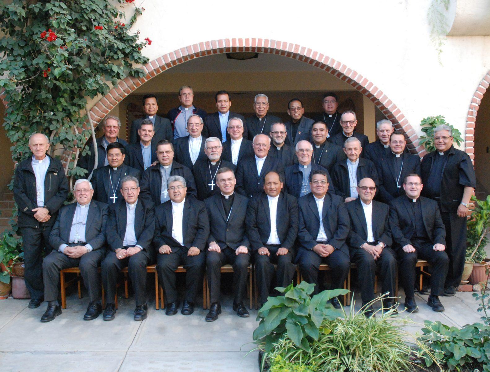 oficial-obispos-abril-2018