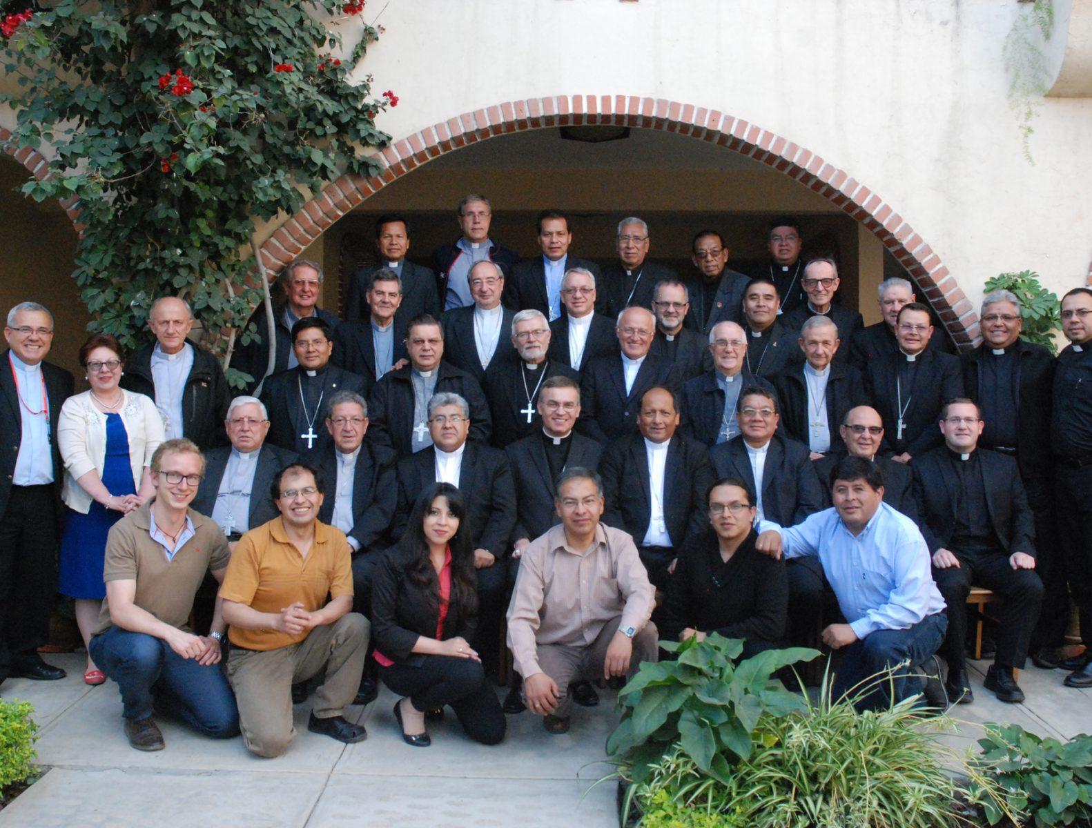 oficial-obispos-y-colaborad